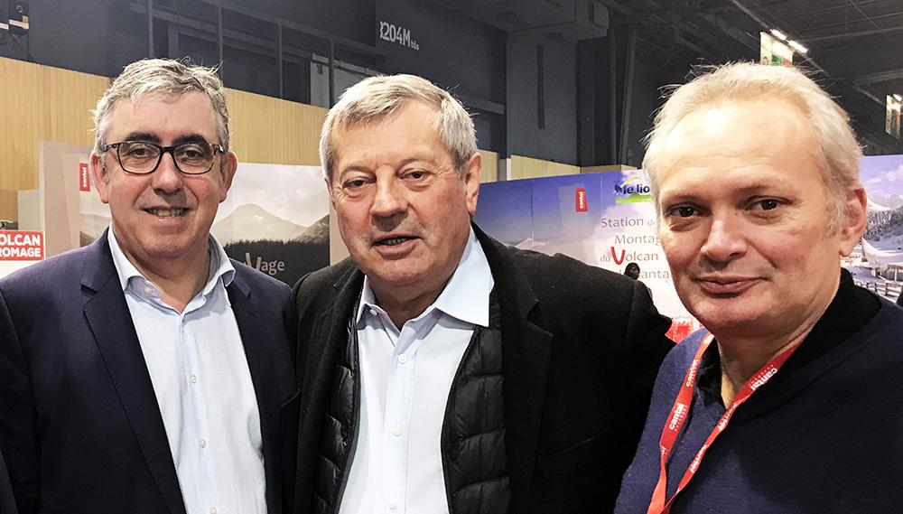 Lors d'une rencontre à Paris avec le président national et le président départemental de l'Union des métiers et industries de l'hôtellerie (UMIH) qui milite pour le retour des pré-enseignes.